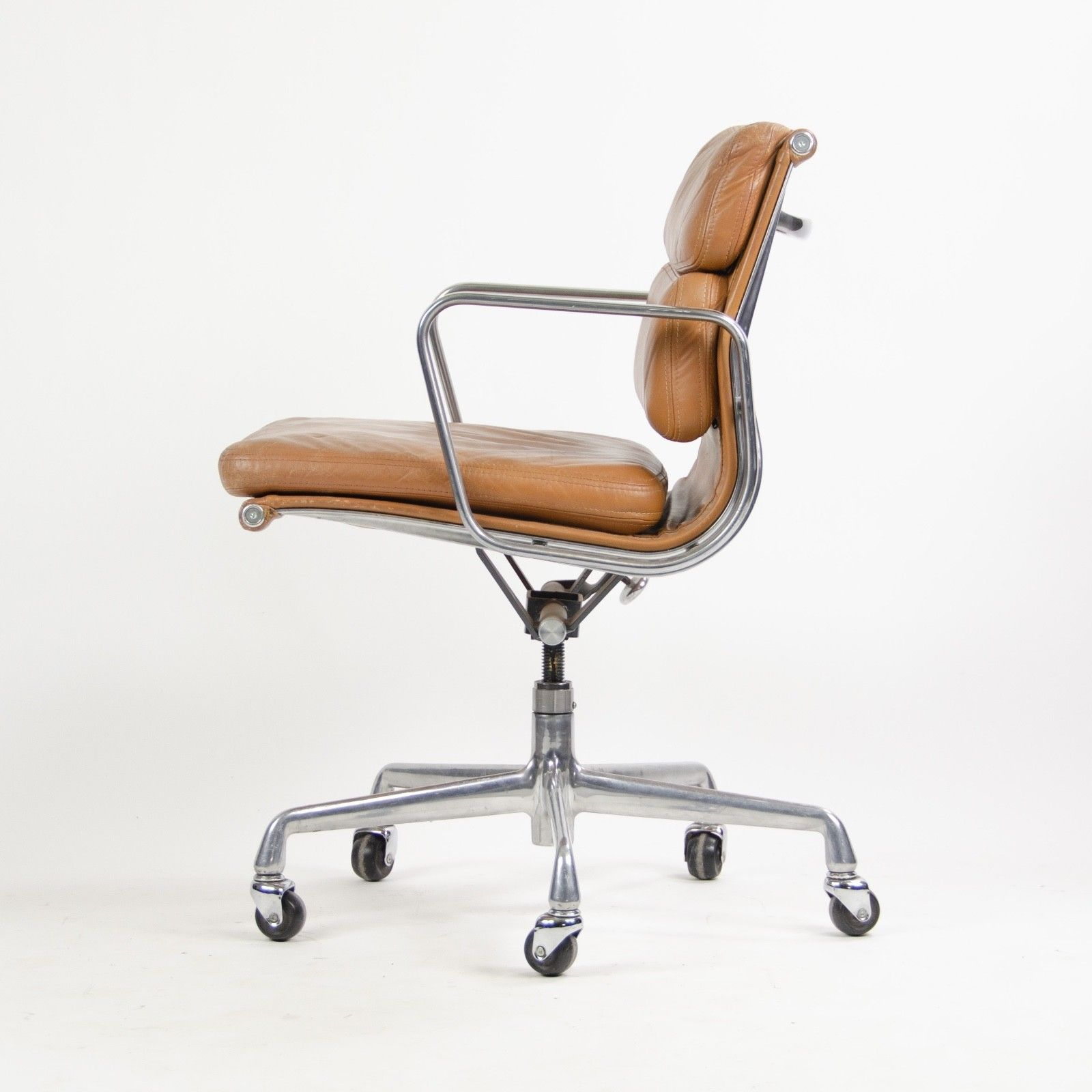 Park Art|My WordPress Blog_Eames Soft Pad Chair Vintage