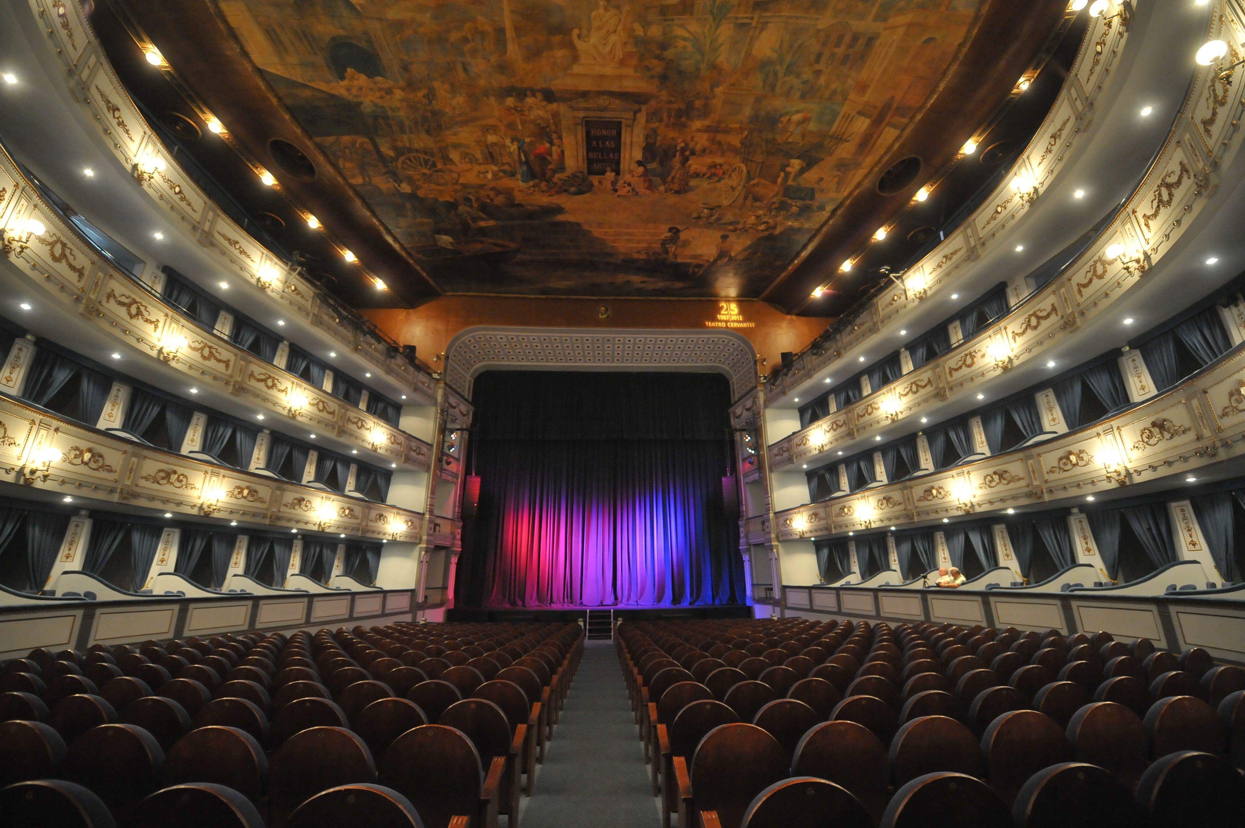 Главная сцена театра Сервантеса   Театр