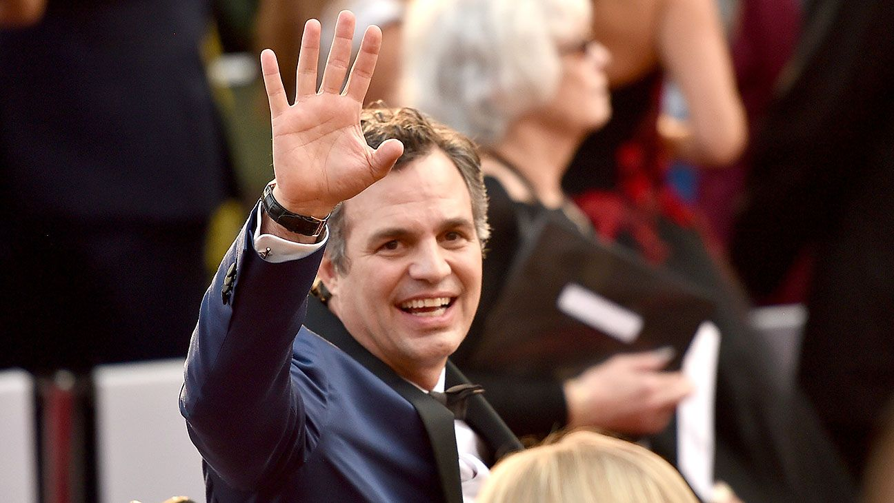 U.K. Election: Lena Dunham Mark Ruffalo Offer Support for Jeremy Corbyn Danny DeVito and Susan Sarandon have also voiced their approval of the Labour leader from across the Atlantic as Brits head to the polling booths this Thursday.  read more