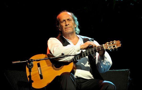 Paco de Lucía (* 21. Dezember 1947 in Algeciras, Provinz Cádiz als Francisco Sánchez Gómez) ist ein spanischer Gitarrist und gilt als Großmeister der Flamenco-Gitarre. Er pflegt den traditionellen Flamenco und bereicherte diesen um neue Elemente, vorrangig um Klassik oder Jazz. Auch ihn habe ich durch meinen Bruder per CD kennengelernt.  1996 habe ich ihn in der Carnegie Hall in NY erlebt. Flamenco ist seitdem eine meiner Musikrichtungen.