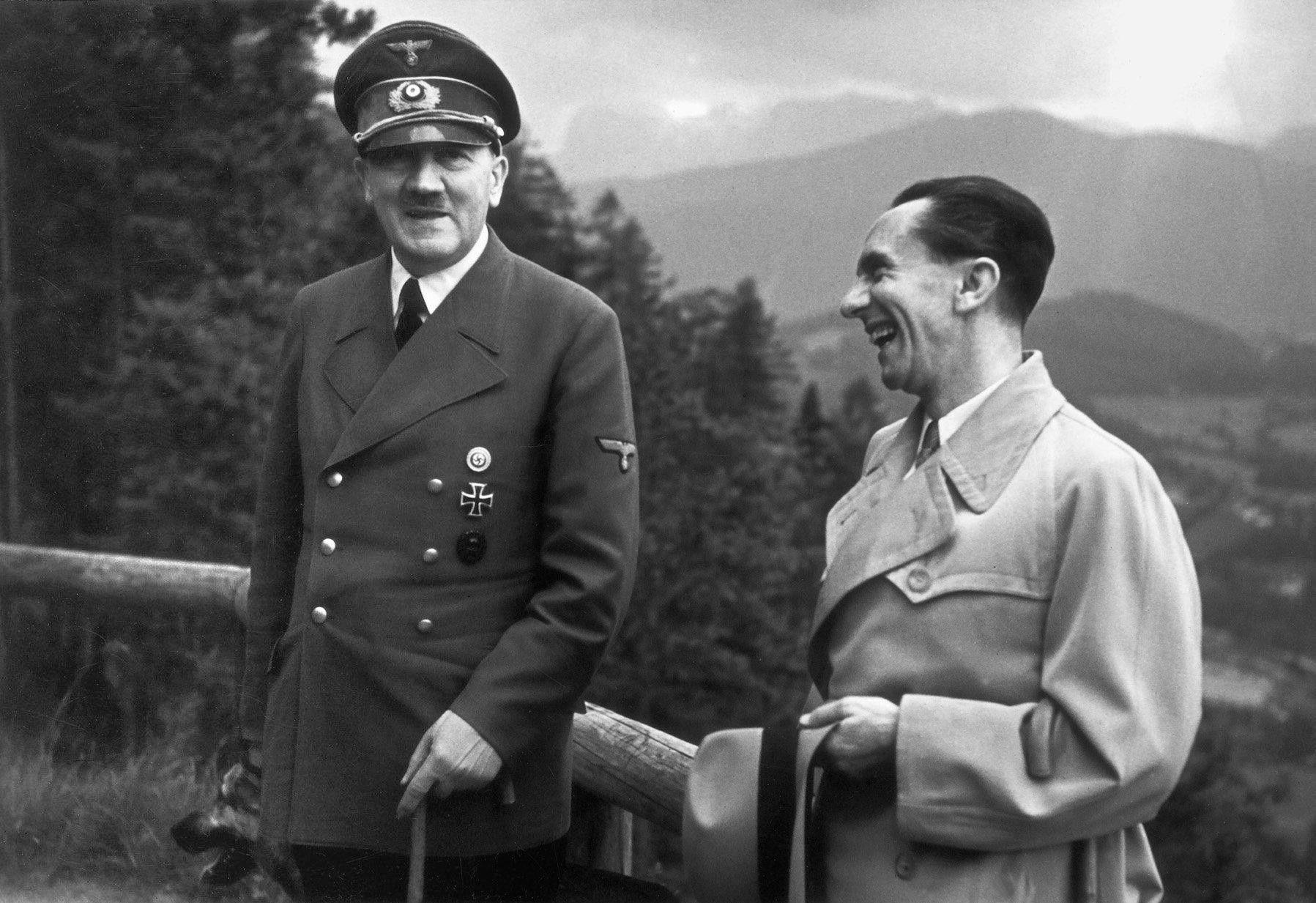 Aniversario nacimiento de Goebbels en 1897. Genio de la comunicación y la propaganda, orador, ministro y amigo de Hitler y narcisista patológico. Las actuales técnicas de publicidad, márketing social y comunicación política son herederas directas de sus métodos: «existe algo para ganarse a la gente: propaganda. Lo primero es la captación, algo que debe comprender la política. Lo importante es el éxito» (12 de abril de 1943).  http://www.veniracuento.com/