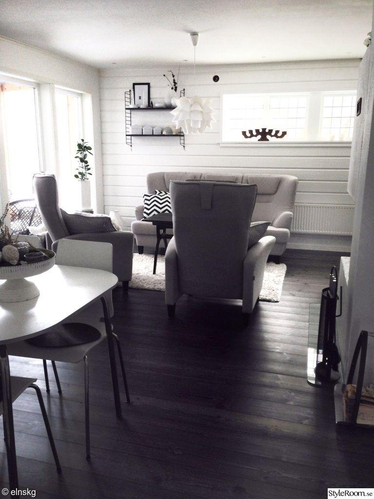 vardagsrum,soffa,fåtölj,fåtöljer,trägolv,panel,träpanel,timmer ...