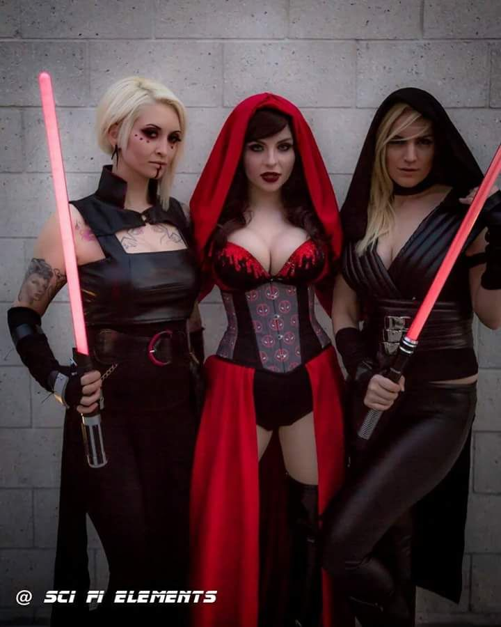 Titans of Cosplay: beautiful cosplayers Lizzufer, Luna ...