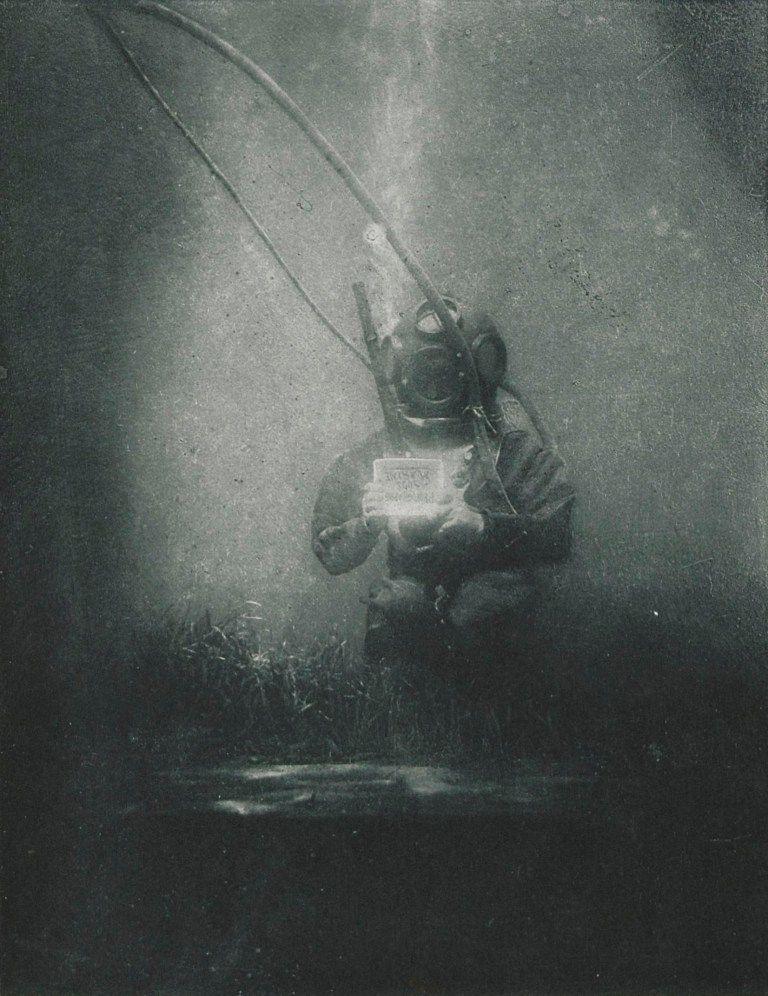La prima foto subacquea della storia