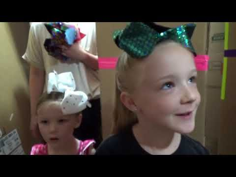 ef0ab3ea4c017 Jojo Bows Scavenger Hunt! He Stole My Jojo Siwa Bow Collection!!! - YouTube