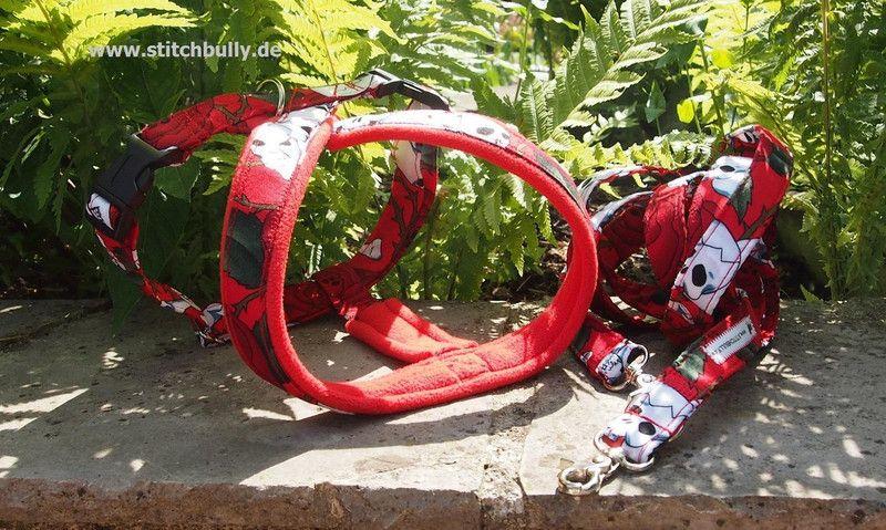 X Brust Geschirr  red Rocknight für Mops und Co. von stitchbully.de für Hunde auf DaWanda.com