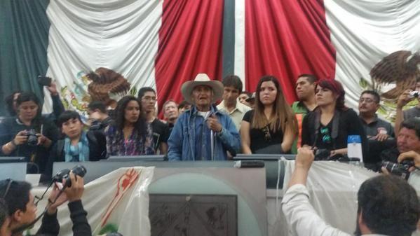 Toma del Congreso de Sonora.Pueblo exige Justicia por #Ayotzinapa #20NovMx @epigmenioibarra @kdartigues @SanjuanaMtz