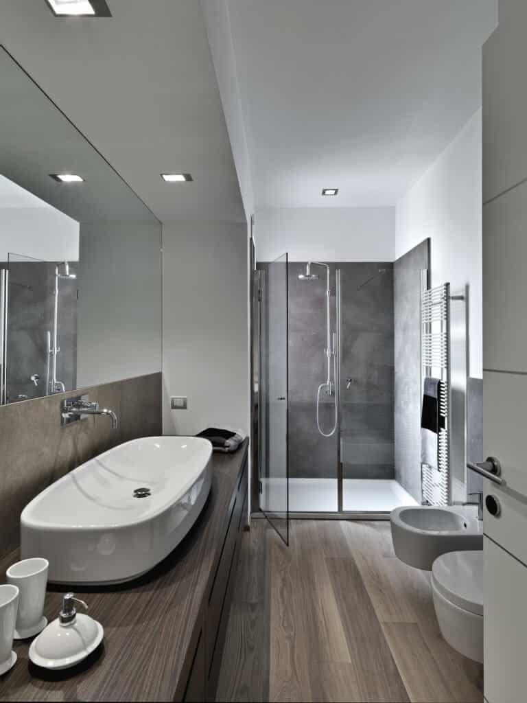 This Bathroom Is Absolutely Stunning With Its Cool Toned Ashy Colors The White Ceramics Are Bro Marble Bathroom Designs Bathroom Design Modern Master Bathroom
