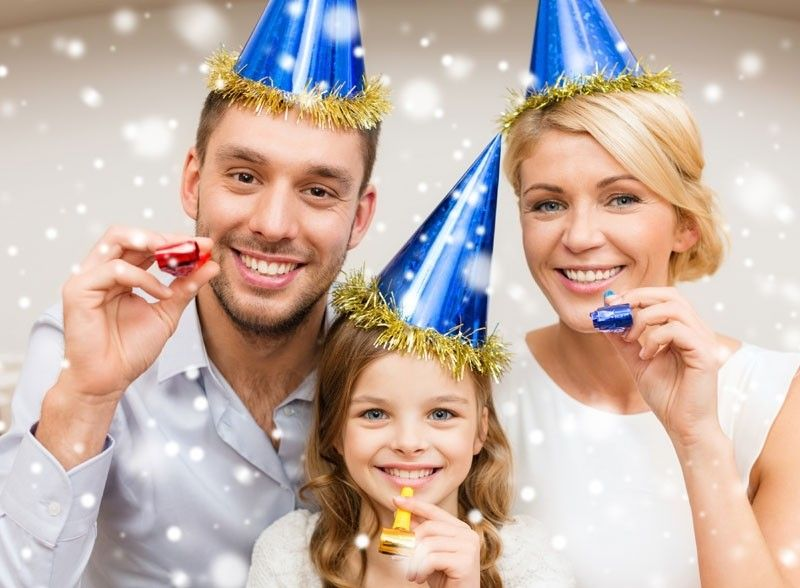 Awesome 15 Awesome New Years Eve Family Photoshoot Ideas Family New Years Eve New Years Eve Events New Year Photoshoot