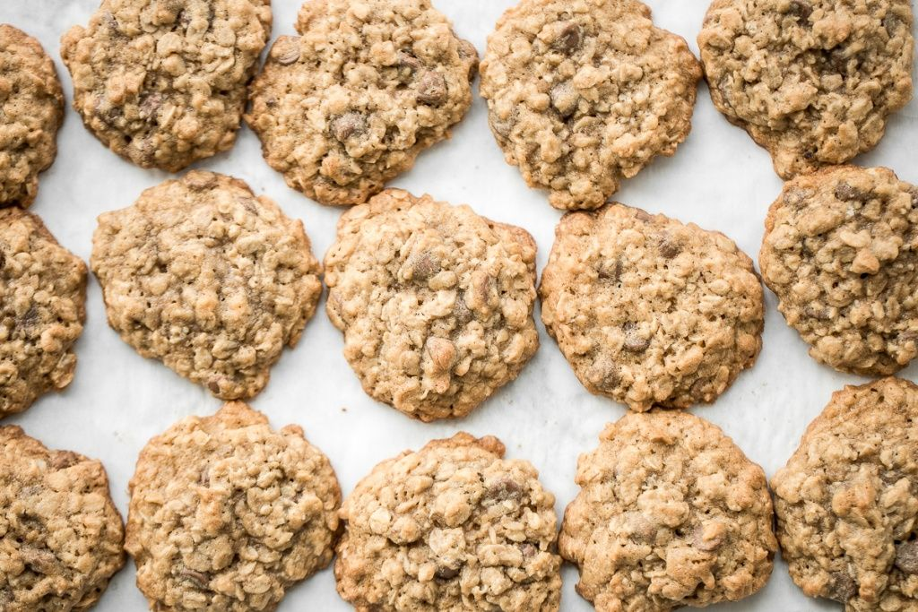 The Best Chewy Chocolate Chip Oatmeal Cookies #chocolatechipdip