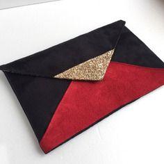 d349dff11faa6 Pochette de soirée rouge et noir paillettes dorées graphique en suédine -  cadeau femme noël -