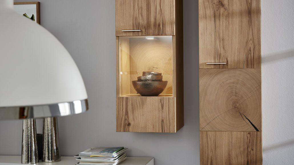 vitrinen auch mal an die wand hangen aus der interliving wohnzimmer serie 2102