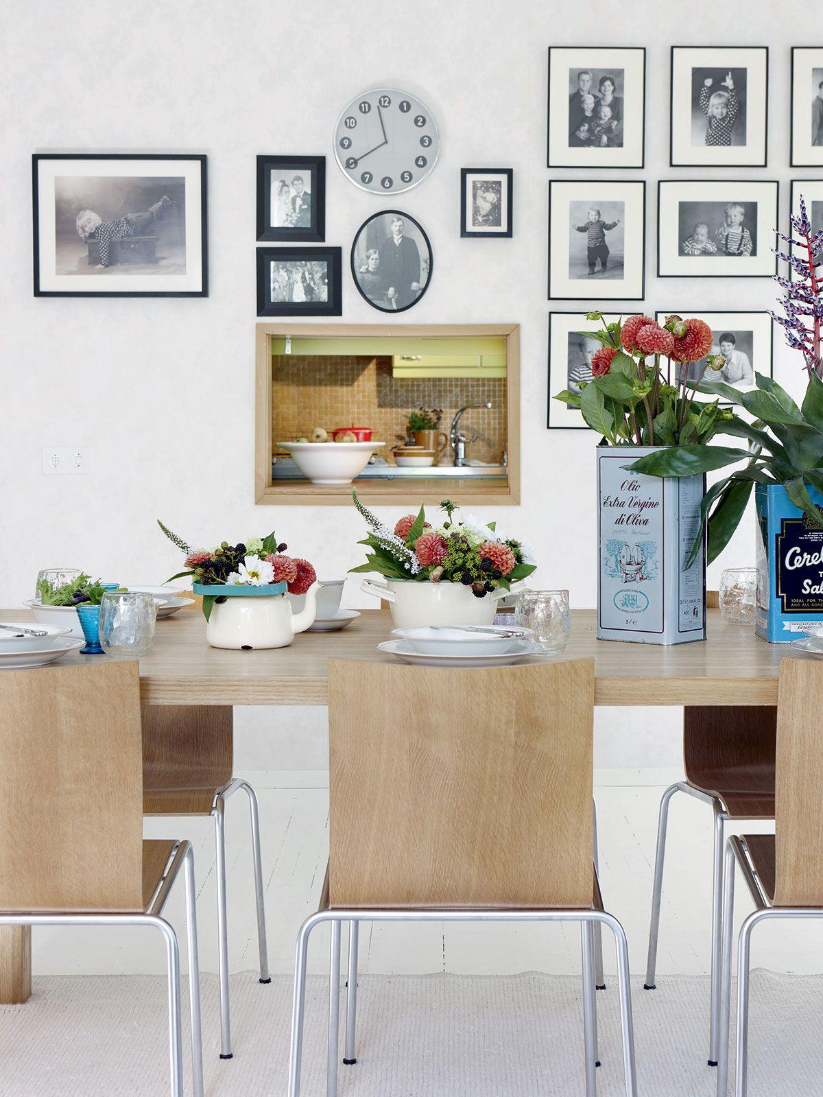 Minnan ja hänen miehensä yhdessä suunnittelema ruokapöytä on teetetty puusepällä, tuolit ovat tanskalaisen suunnittelijan. Minnan mielestä kattaus ei ole mitään ilman kauniita kukka-asetelmia. Persoonallisuutta ja vaihtelevuutta saa erilaisilla maljakoilla, kuten kirpputoreilta löytyneillä peltipurkeilla ja mummon vanhoilla posliiniastioilla.
