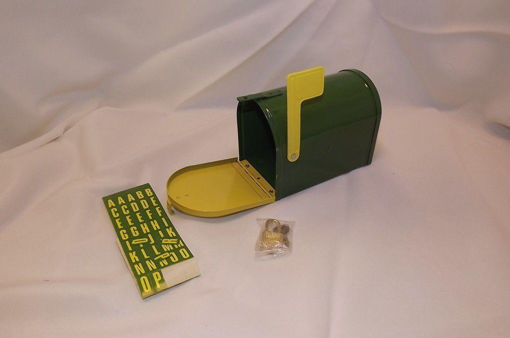 1988 ERTL JOHN DEERE MINIATURE MAILBOX COIN BANK WITH LOCK & KEY IN ORIGINAL BOX picclick.com