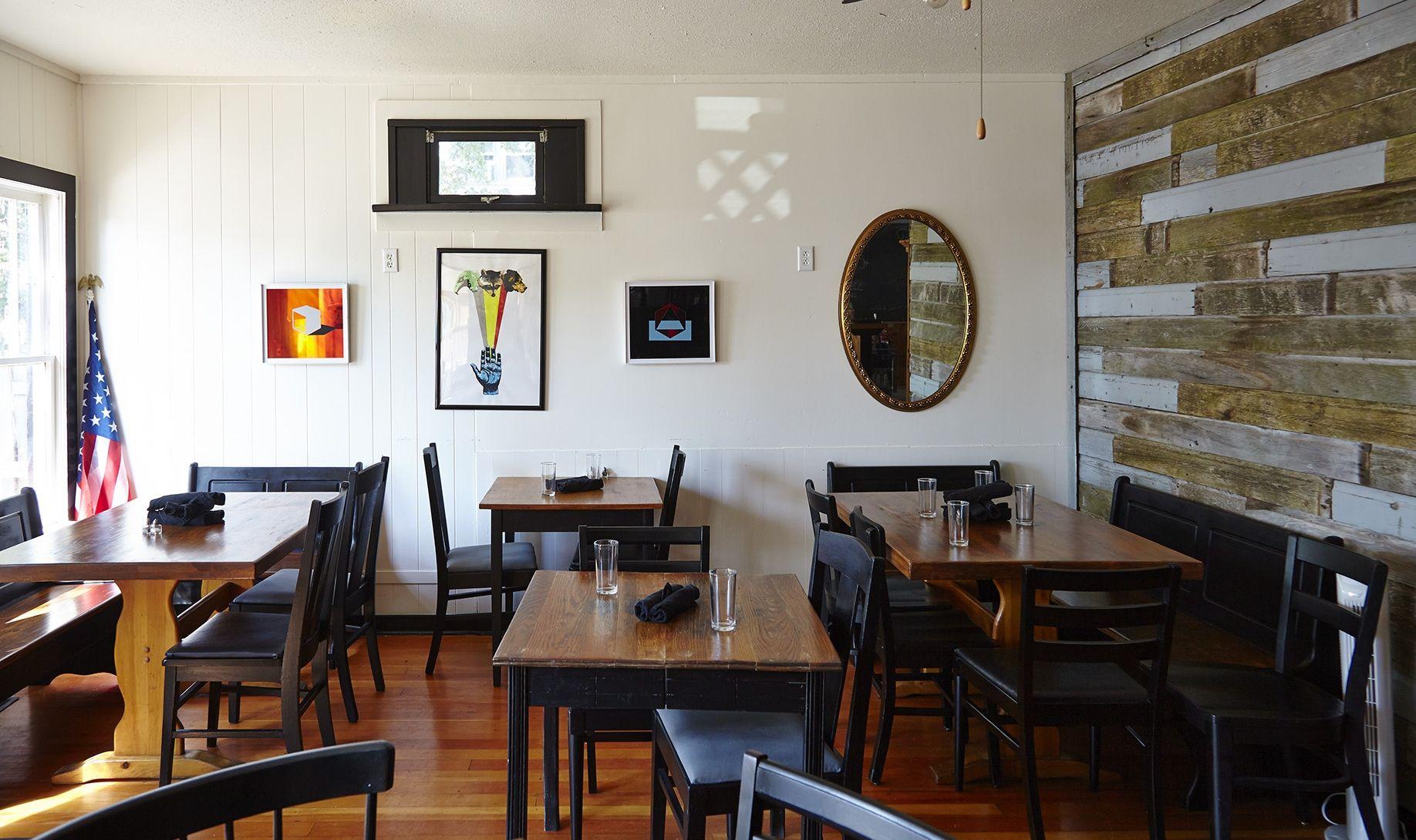 Farmhouse cafe, la pointe wi ( Madeline island
