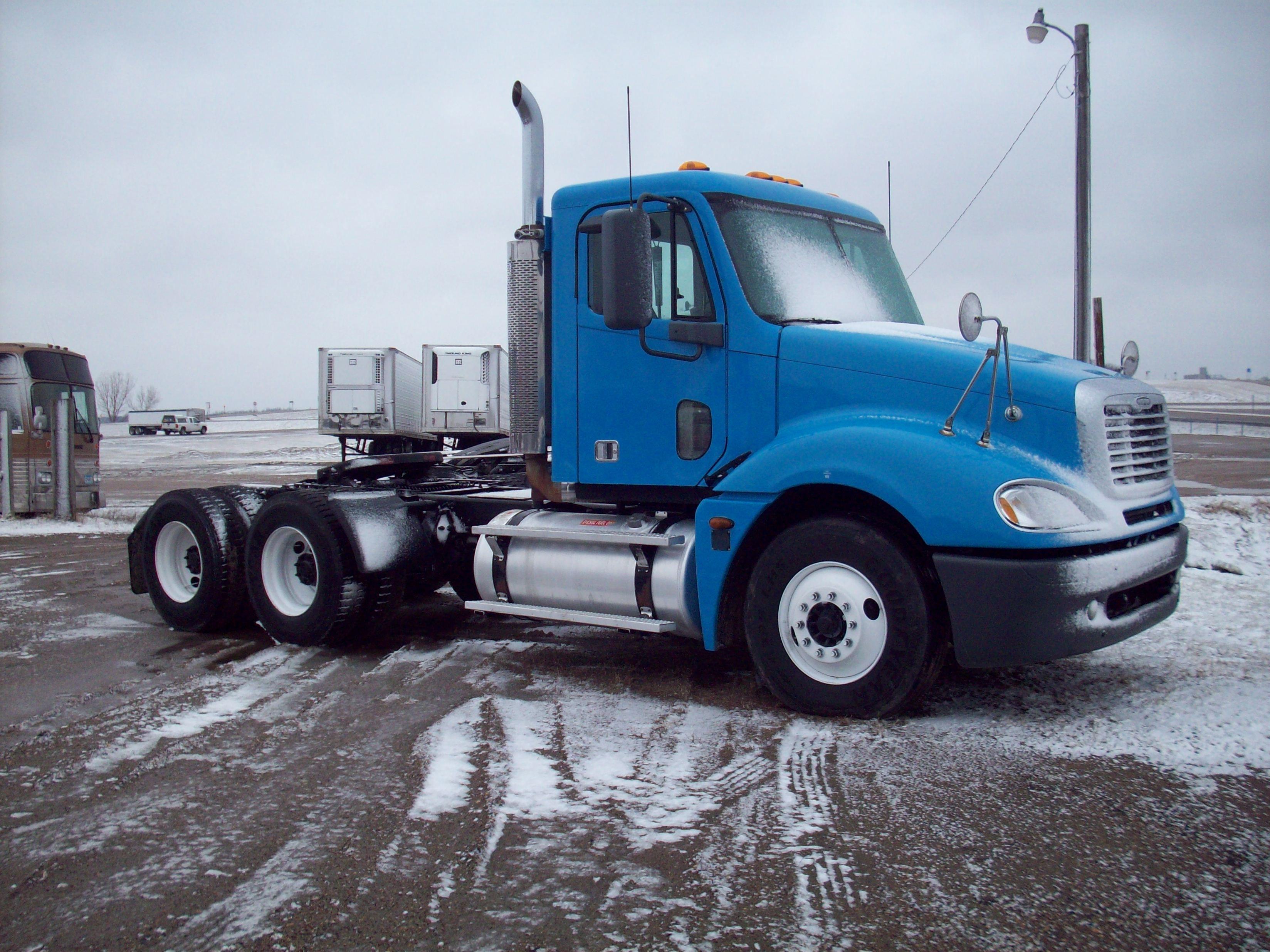 Freightliner cl120 columbia series columbianewssemi truckshtmlphotos