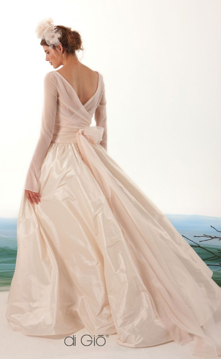 beautiful ball gown wedding dress #wedding #weddingdress #weddingdresses #weddinggown #bridalgown #bridaldress