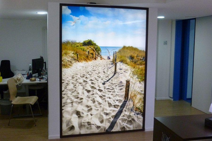 glaswand im b ro mit druck auf esg glas mit led beleuchtung bilder fotos pinterest glas. Black Bedroom Furniture Sets. Home Design Ideas