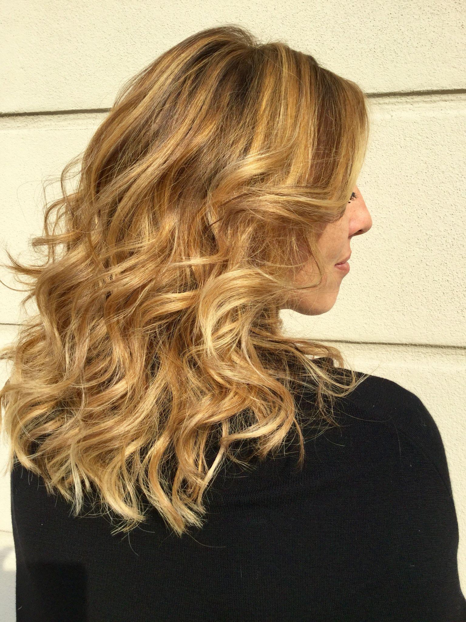 I tuoi capelli baciati dalle sfumature color oro dell'inimitabile Degradé Joelle!