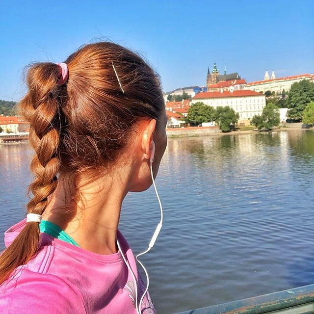 #charlesbridge #praguecastle #nikerunning #backselfie #runner... #training #brunette #weekend #morni...