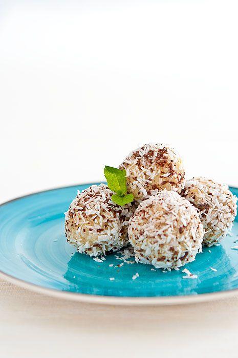 Jáhlové kuličky s mandlemi a kokosem   Svět zdraví - Oficiální stránky