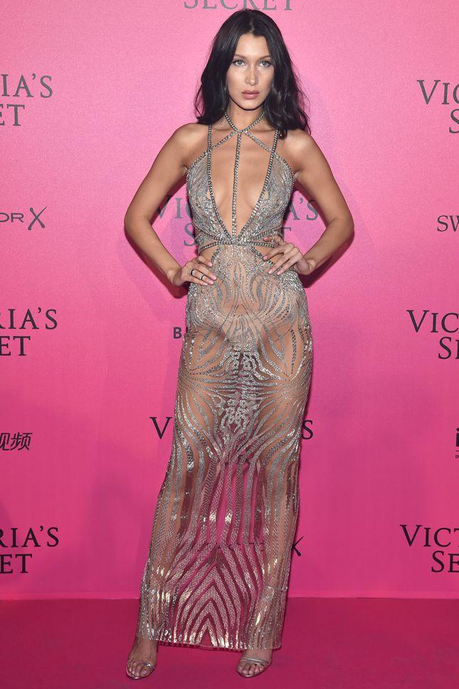 Участницы и гости показа Victoria\'s Secret 2016 на розовой ковровой ...