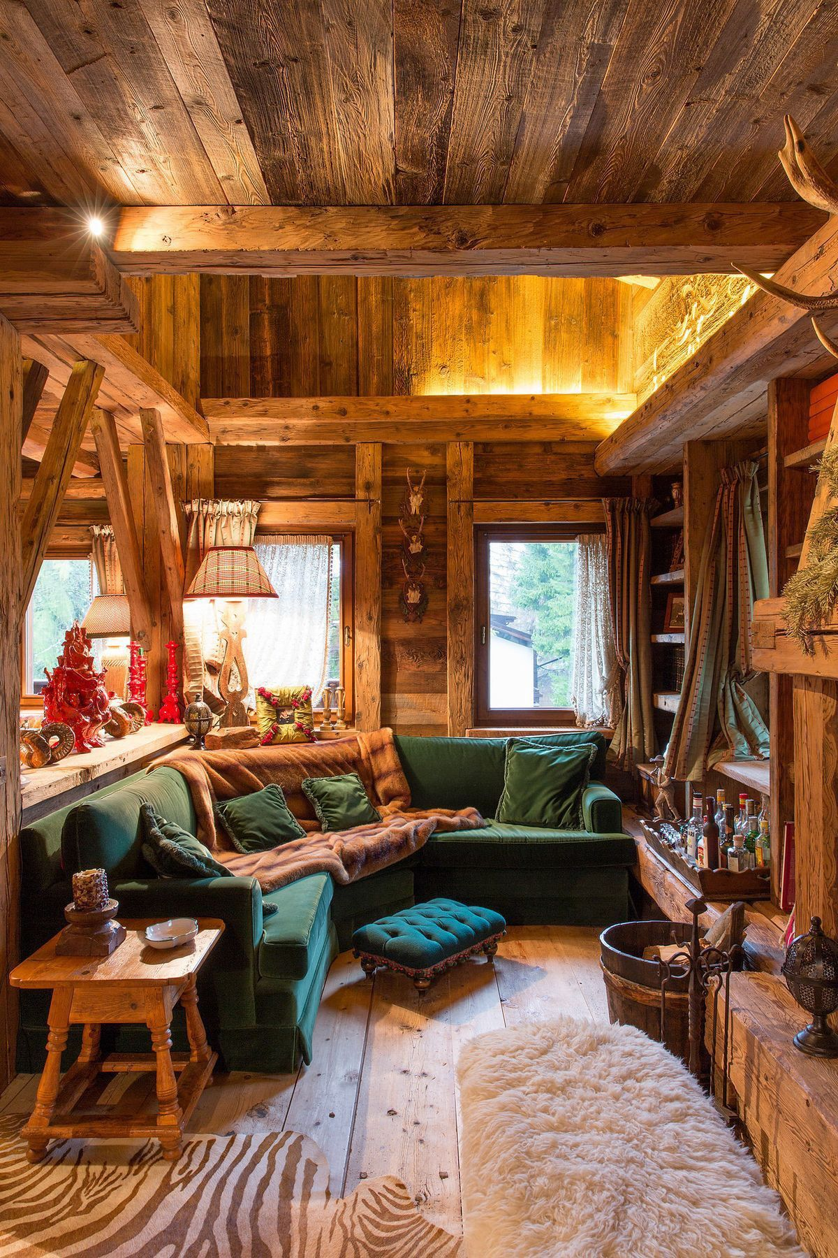 Awesome Sectional In This Tiny Living Room Cabin Interiors Cabin Living Tiny Living Rooms #small #cabin #living #room