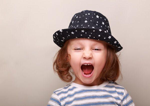 Ci sono bambini che urlano sempre anche quando dovrebbero avere un tono normale di voce. Come mai succede? Come si può modificare questa cattiva abitudine? I consigli di una logopedista blogger