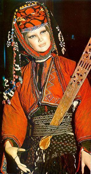Anadolu Da Gelin Basliklari Ve Giyimleri Kadin Antik Giysiler
