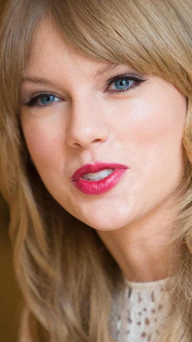 Taylor @Sam McHardy Taylor Swift i love you!