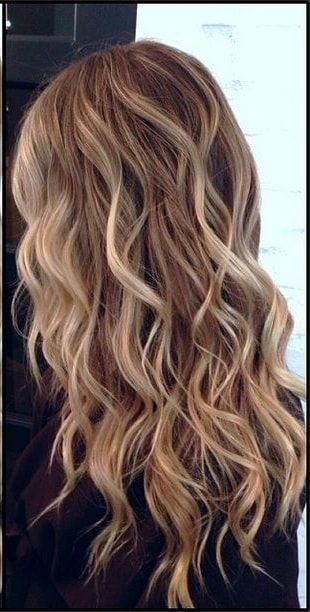 27 Wavy Hairstyle Ideas Girls with wavy hair from nature are blessed unless they don't ruined this ingenious significance provide and you have to owe to this adornment. #naturalhairstyles