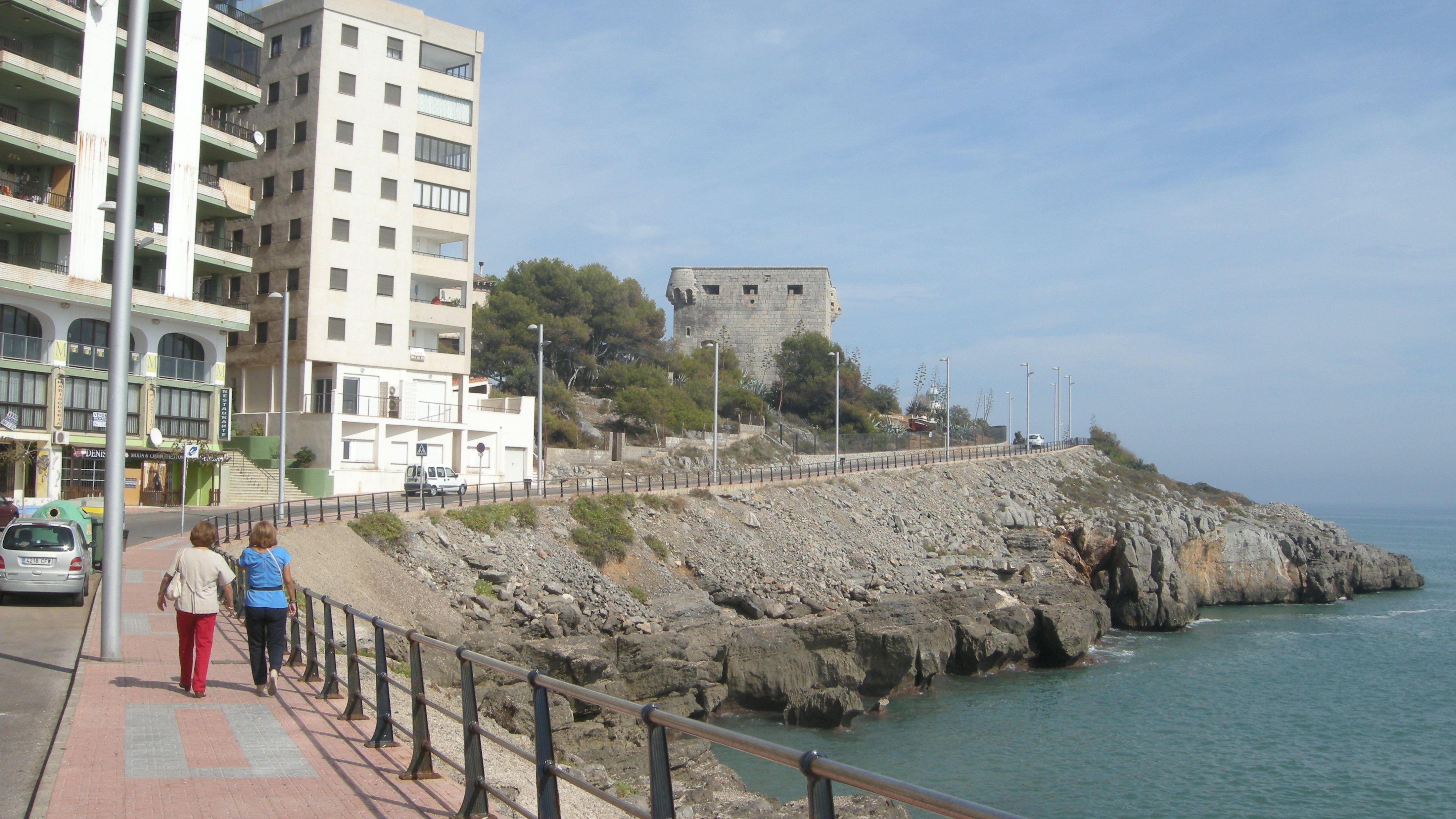 Calzada Bordeando La Mar Castillo Y Acantilados Oropesa Del Mar Castellon
