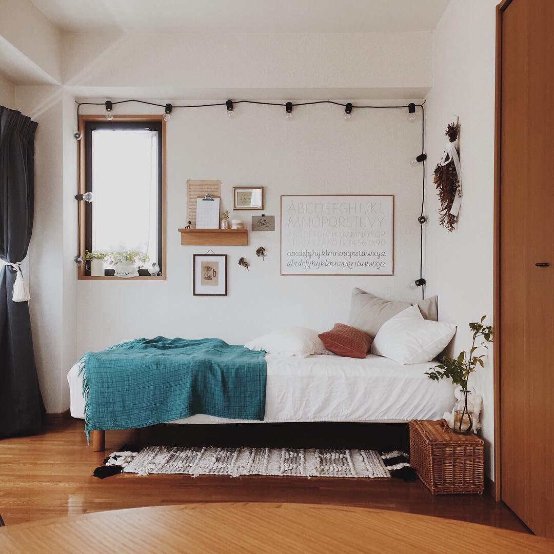 M A Y A まや On Instagram 1st Anniversary この部屋に引っ越してきて 今日でちょうど1年 古いマンションだから 夏は暑く冬はすごく寒い 床は時々きしむし換気扇の音もゴォーっとうるさい Decoracao De Quarto Decoracao Quarto