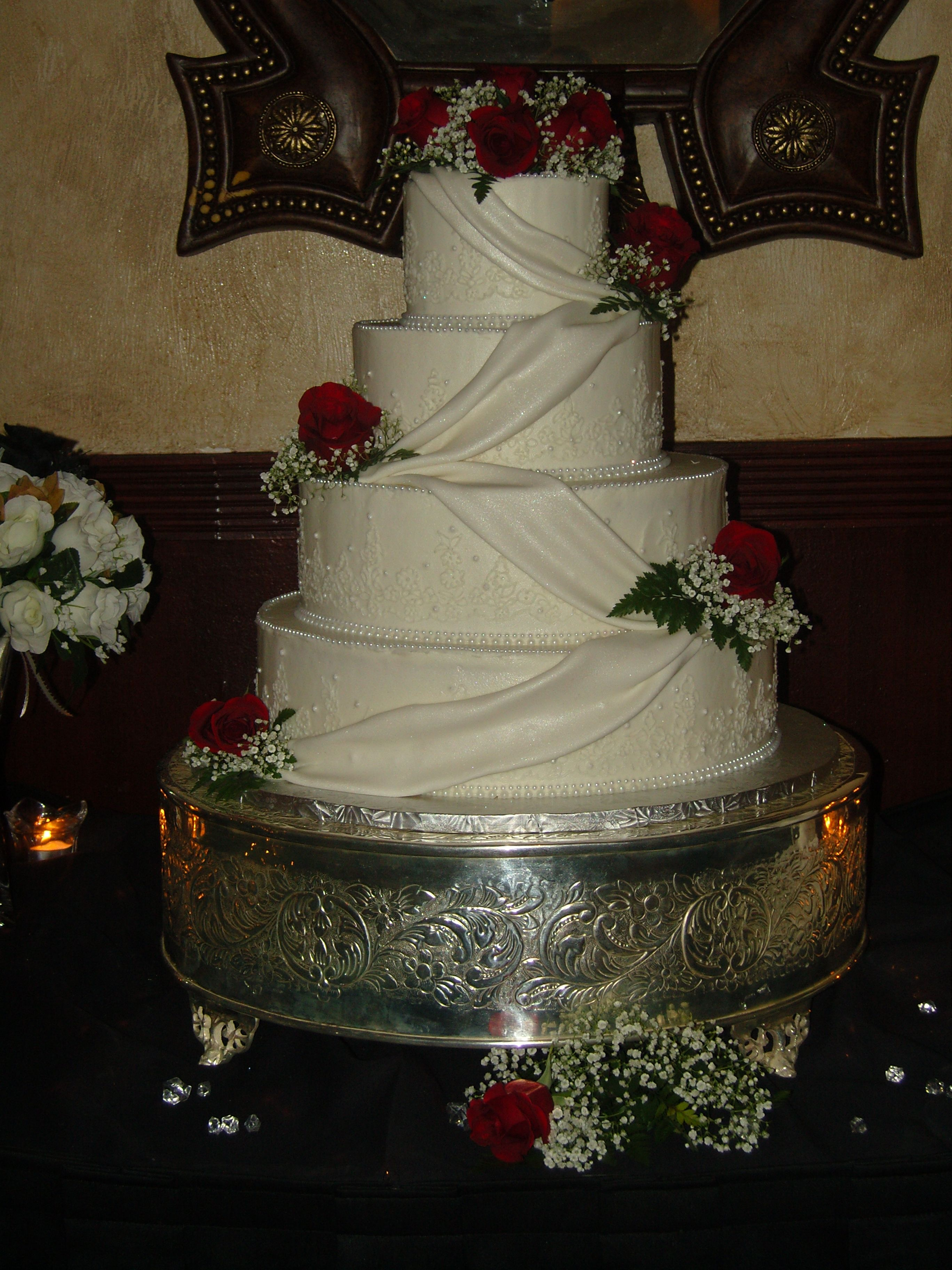 Doris s Wedding Cake buttercream icing lace design with