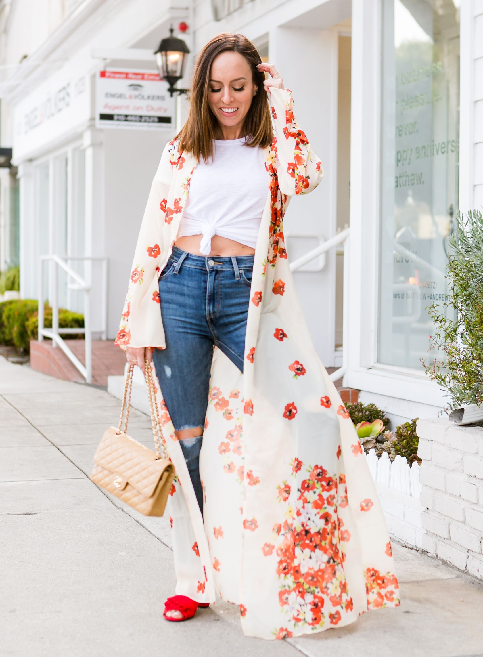67497a9e3d Sydne Style shows how to wear a kimono with skinny jeans and a tshirt # kimonos #florals #jeans #chanel #tees