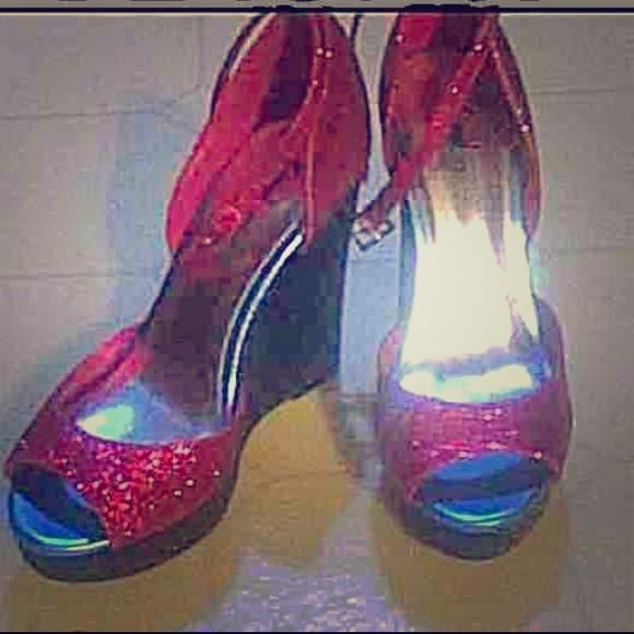 Glitter wedges Fioni glitter pink wedges . Great condition never worn . Size 7 Shoes