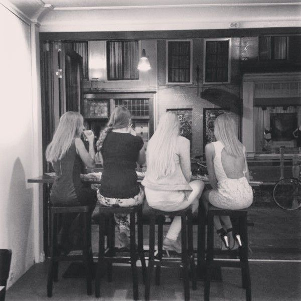 girls drinking #coffee #love