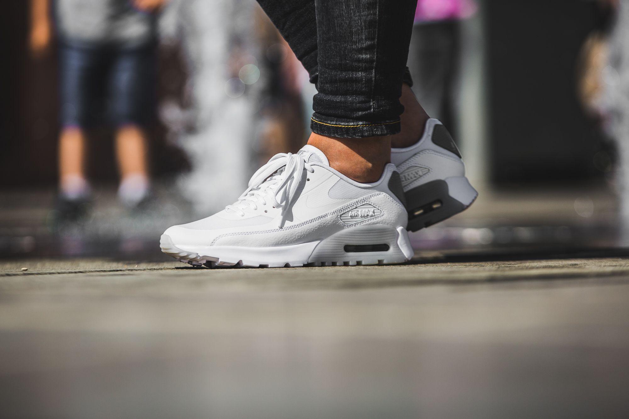 nike air max ultra essentials schwarz weiße sneaker