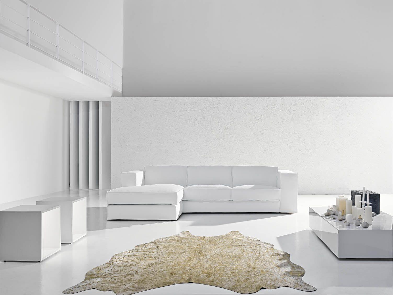 Una panoramica sofisticata del divano X System by Samoa. #white ...