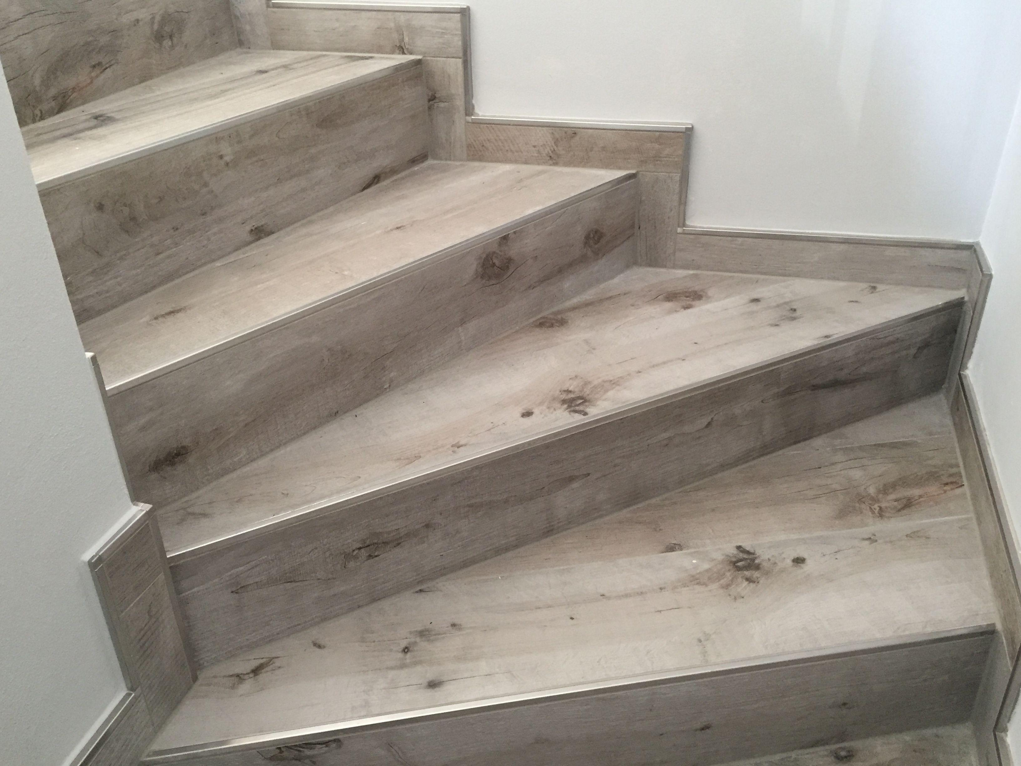 Man kann sich für spezielle Fliesen für Treppe oder z