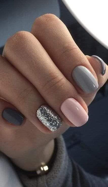 10 ideas de uñas glitter para brillar en Navidad -