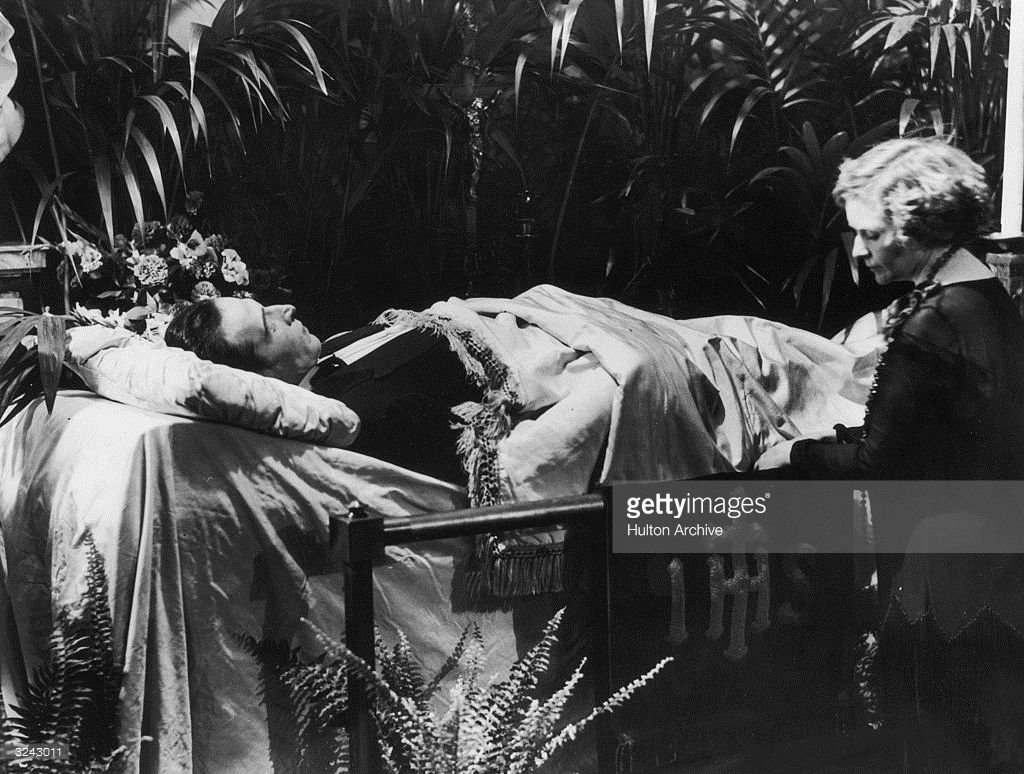 Actor Eva Miller Kneeling Along Side The Coffin Of Italian Born Actor Rudolph Valentino Valentino Old Hollywood Stars