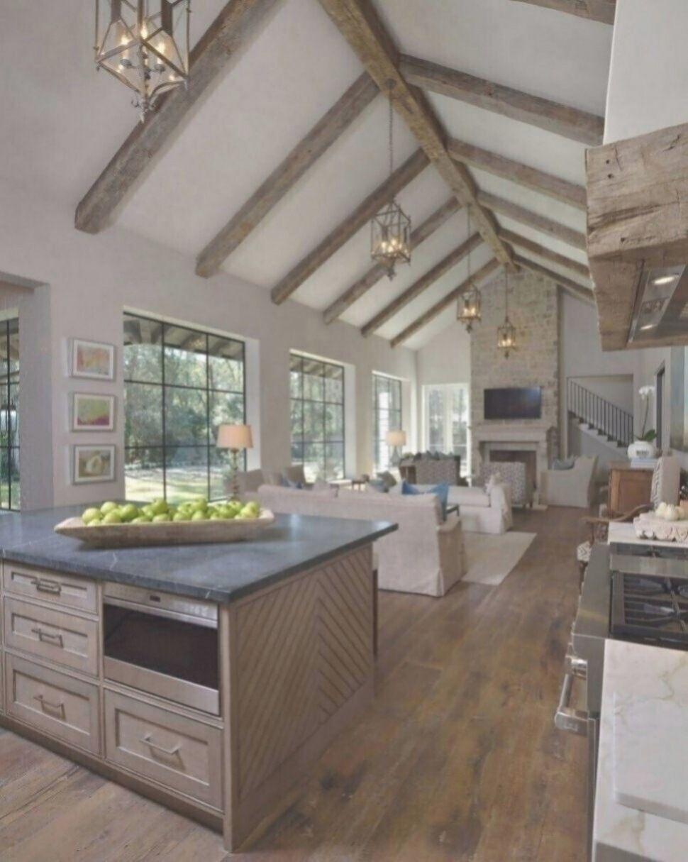 A Neutral Toned Kitchen Features Surprisingly Subdued Detailing En 2020 Maison Moderne Maison Moderne