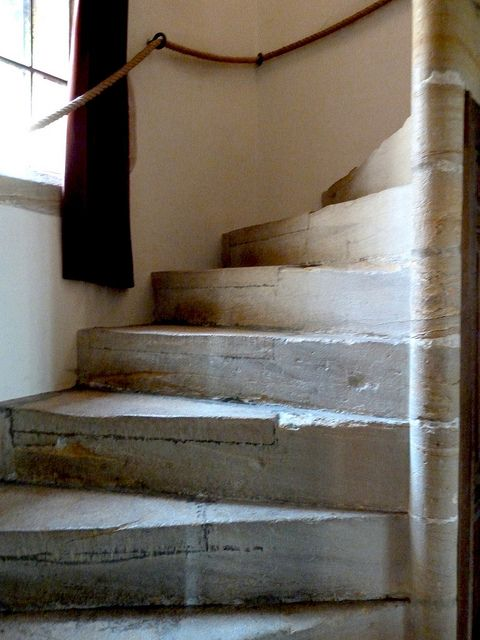 Best Stone Spiral Stairs In 2020 Stair Renovation Stairs 400 x 300