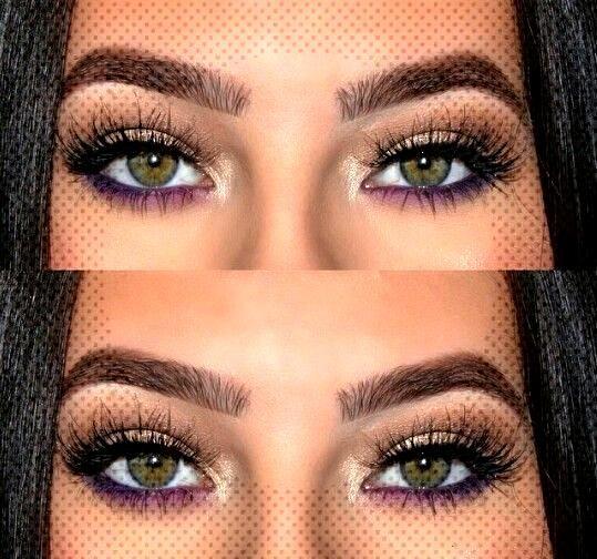 Lila unter Eyeliner ist eine großartige Möglichkeit, Ihrem Make-up-Look Drama zu verleihen. Lila