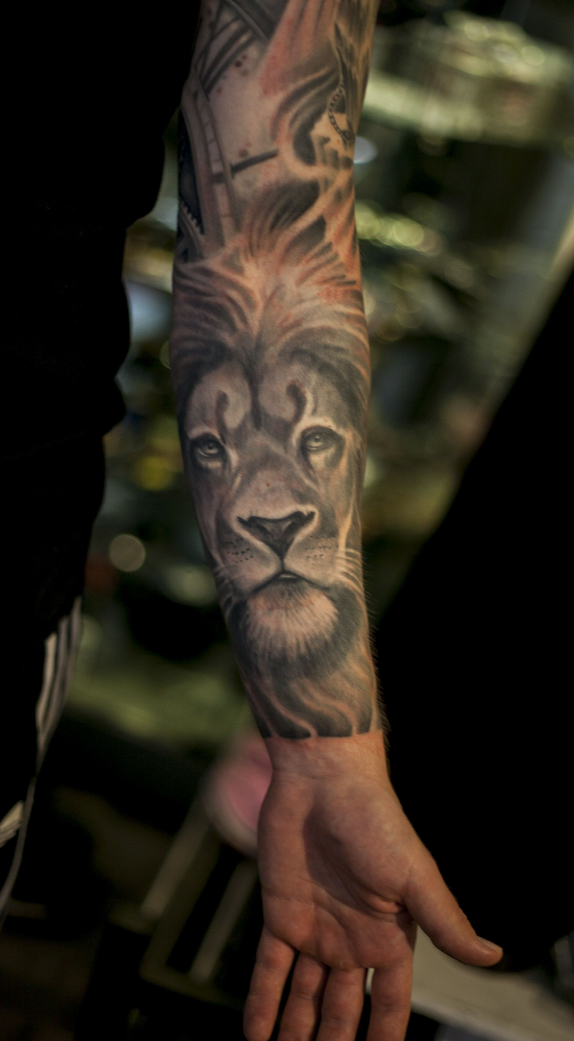 Super Cool Black And Grey Realistic Tiger And Animal Sleeve Tattoo By Daniel Dufo East Street Tattoo Supply Stockho Street Tattoo Grey Tattoo Dragon Tattoo