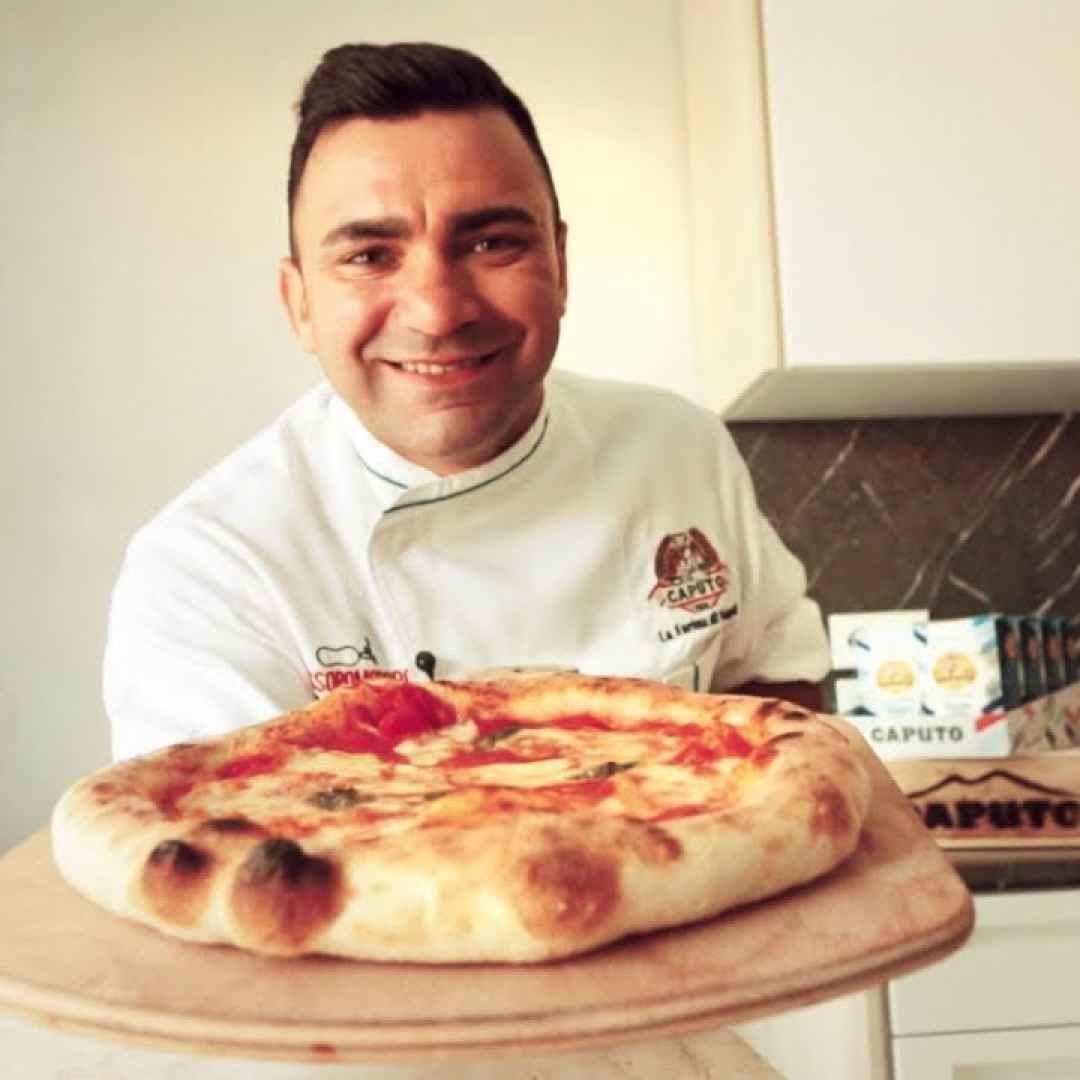 Pizza Napoletana Fatta In Casa La Ricetta Di Davide Civitiello Video Ricette Pizza Margherita Pizza Napoletana