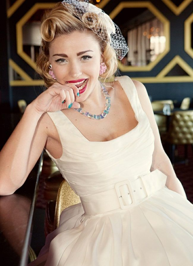 rockabilly frisuren hochzeit idee kleid kette pin up curls. Black Bedroom Furniture Sets. Home Design Ideas