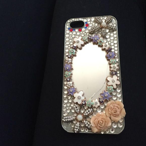 Mirrored iPhone 5/5s case Super cute unfortunately I got a