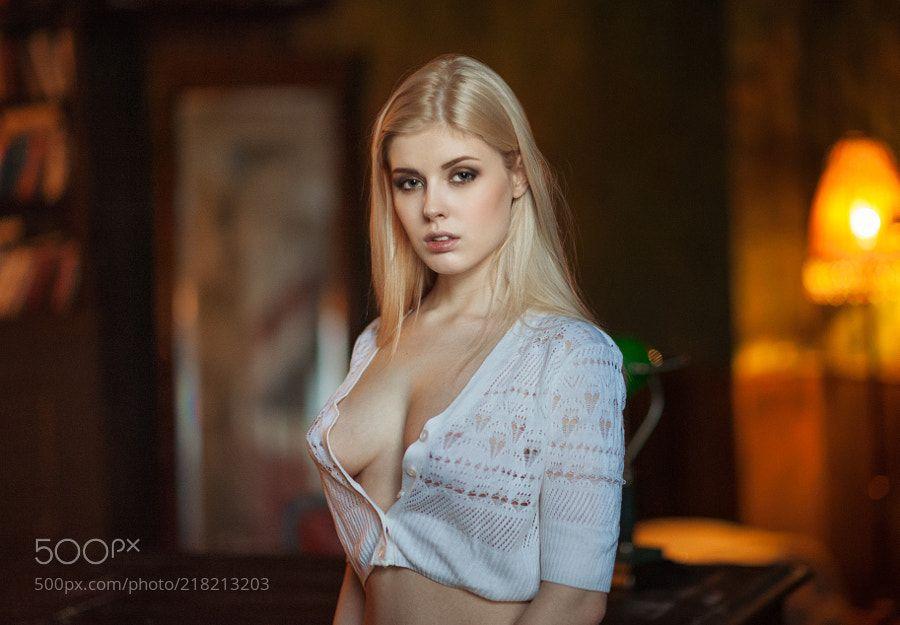 Selena Verner In Model Women 1